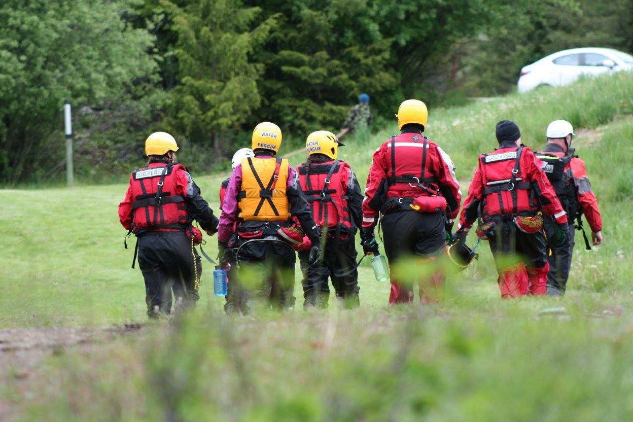 13 rafters rescued on Kootenay River