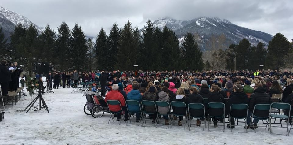 Hundreds gather at memorial for Fernie arena victims
