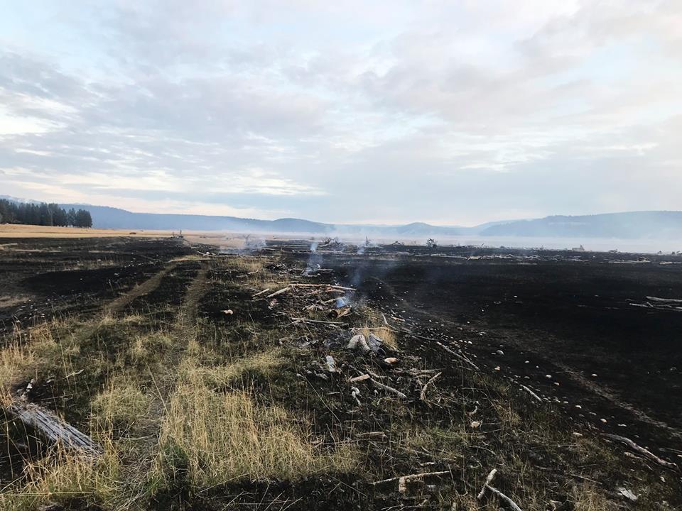 Grass fire burns 30 acres near Baynes Lake Sunday