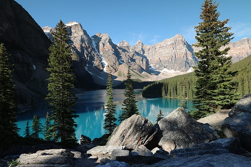 Beautiful Alberta Hikes to add to the summer bucketlist!