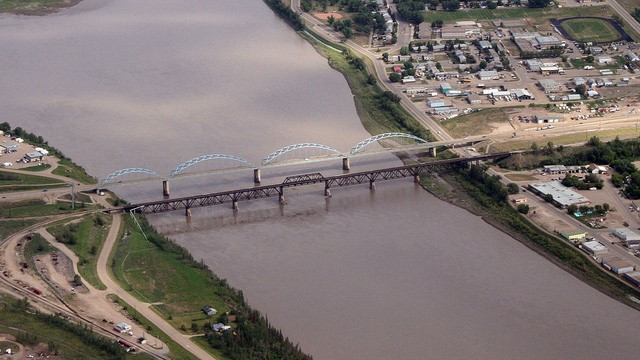 Peace River receiving $162 million for construction of new bridge