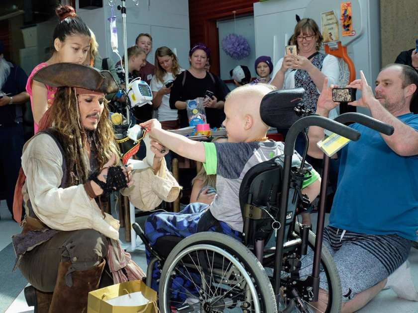 ACTOR JOHNNY DEPP WOWS THE KIDS AT BC CHILDRENS' HOSPITAL--AS CAPTAIN JACK SPARROW