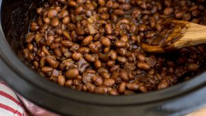 slow_cooker_baked_beans_2000x1125