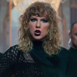 Taylor Swift Debut's Her New Music Video at the MTV VMA's!
